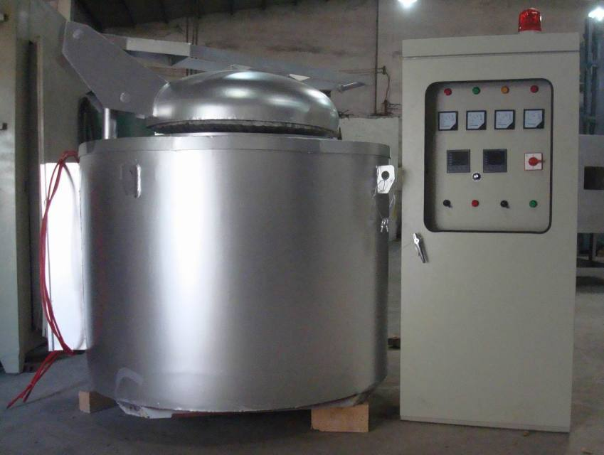 坩埚式熔炼保温炉